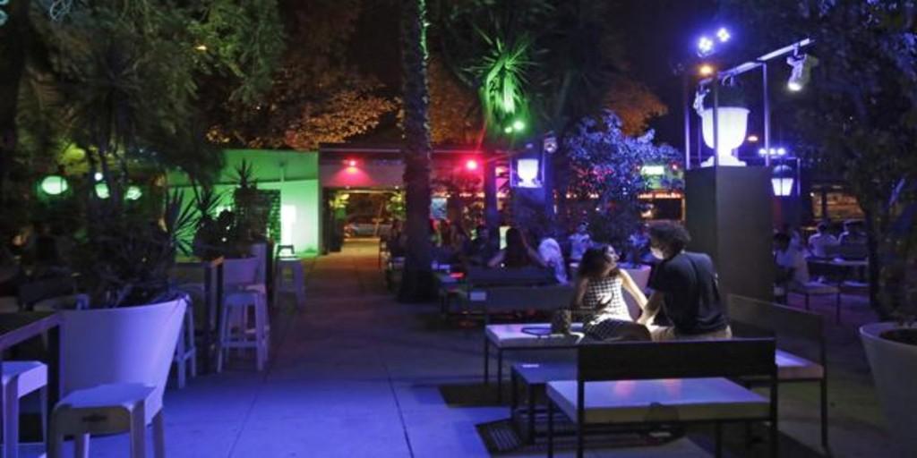 las-discotecas-de-sevilla-capital-tendran-licencias-temporales-de-cafeteria-para-frenar-la-crisis